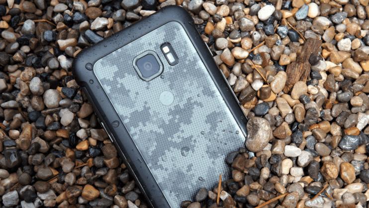 смартфон Сяоми для активного отдыха