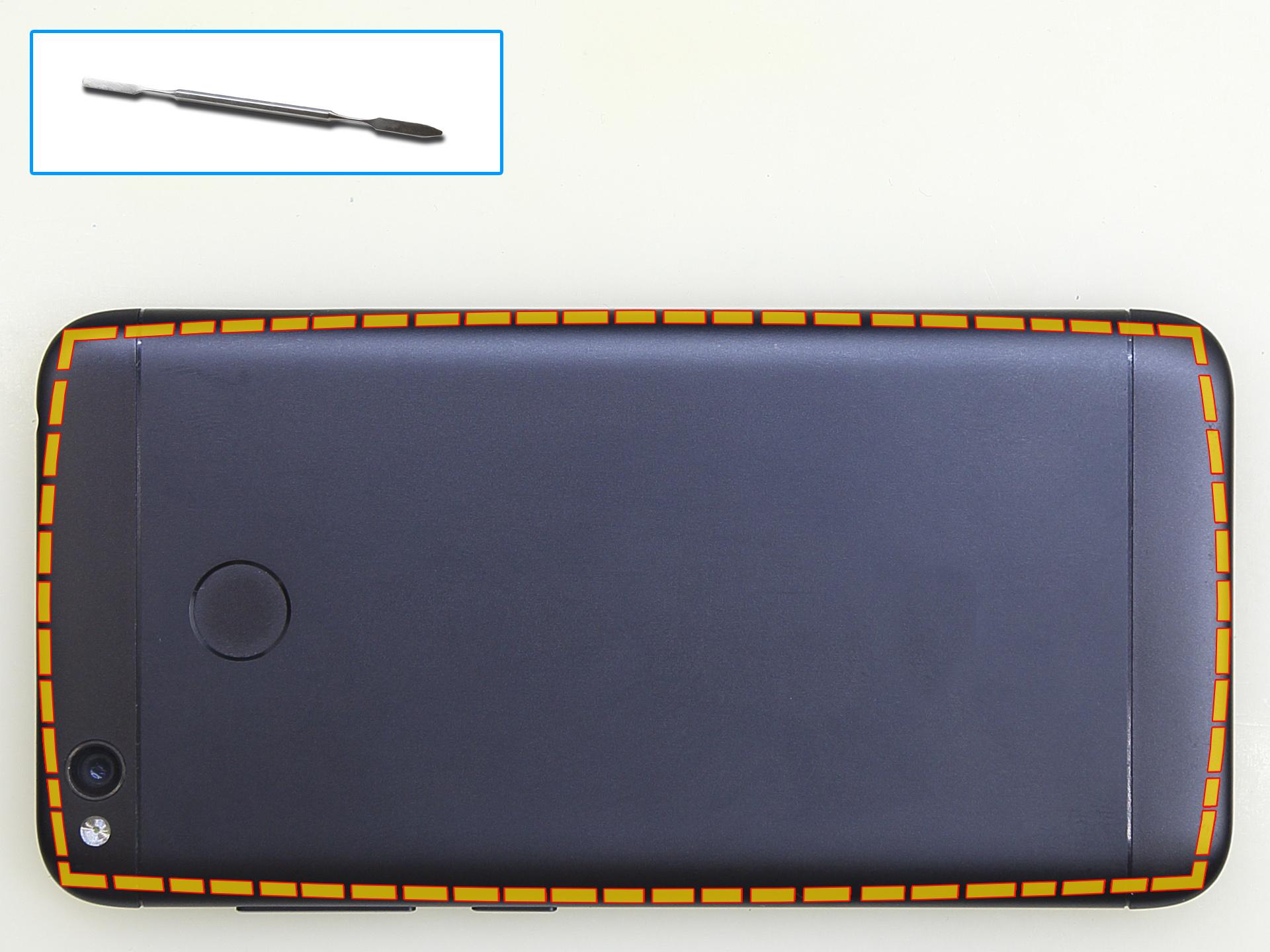 Приподнимаем заднюю крышку Xiaomi RedMi 4x